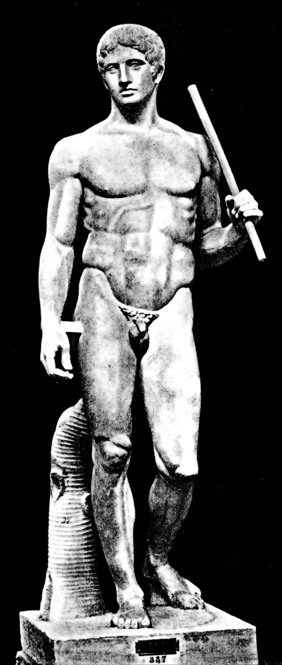 Sculpture of a nude male by Polykleitos