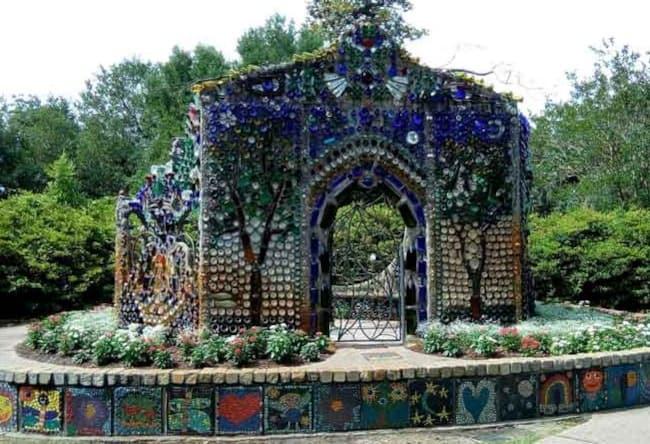 airlie-gardens-bottle-house
