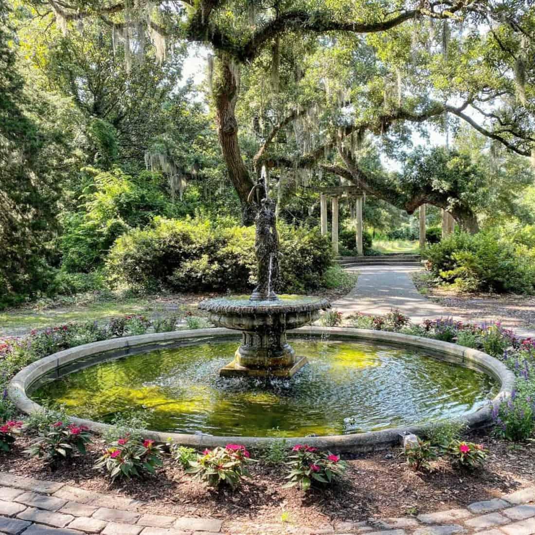 airlie-gardens-fountain