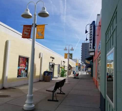 shopping-on-carolina-beach-boardwalk