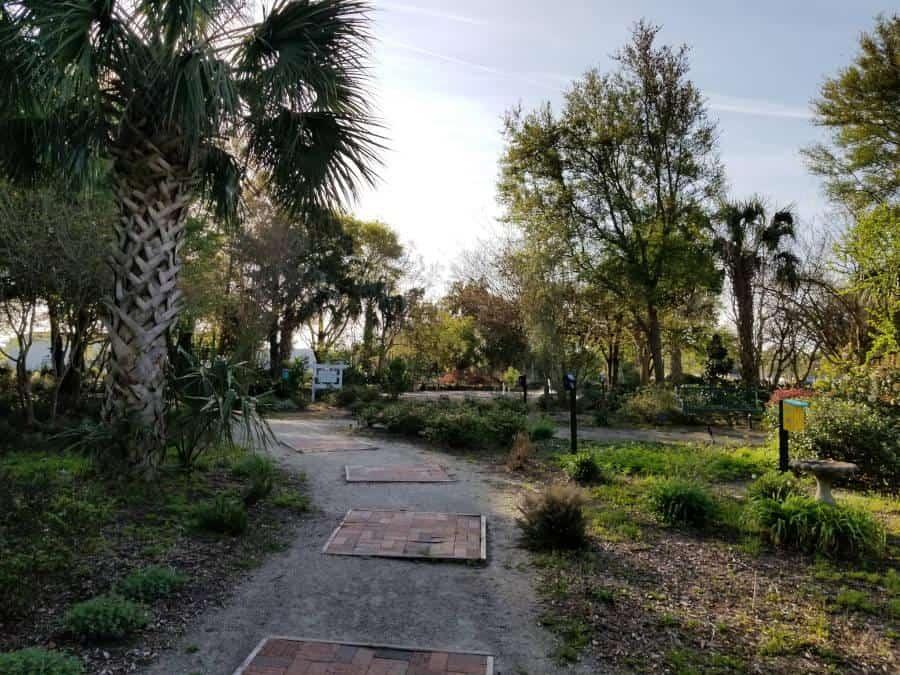 harbor-way-gardens-walkway-right