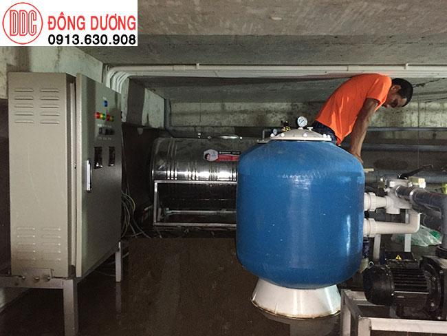 Lắp đặt thiết bị bể bơi trong tần hầm sân thượng