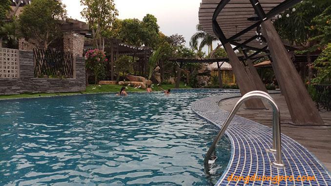 Bể bơi nhà hàng Bến Hẹn sử dụng công nghệ Bộ lọc đĩa tự động Azud
