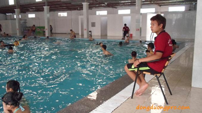 Nhân viên cứu hộ bể bơi - dịch vụ Kinh doanh bể bơi