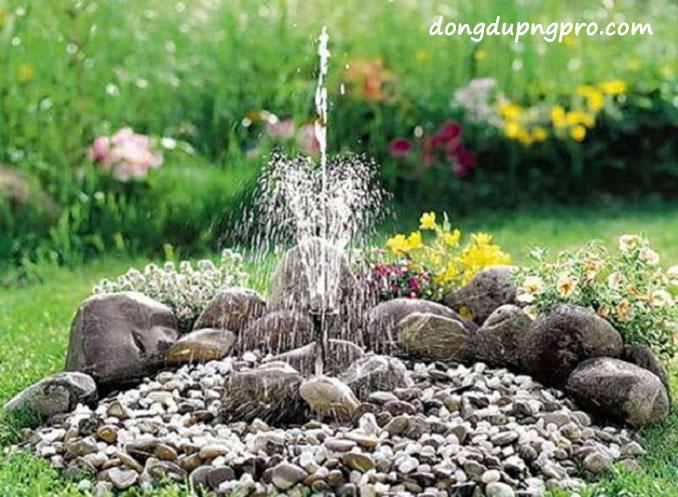 Xây hồ nước với đá cuội sỏi đặt đài phun nước mini chính giữa