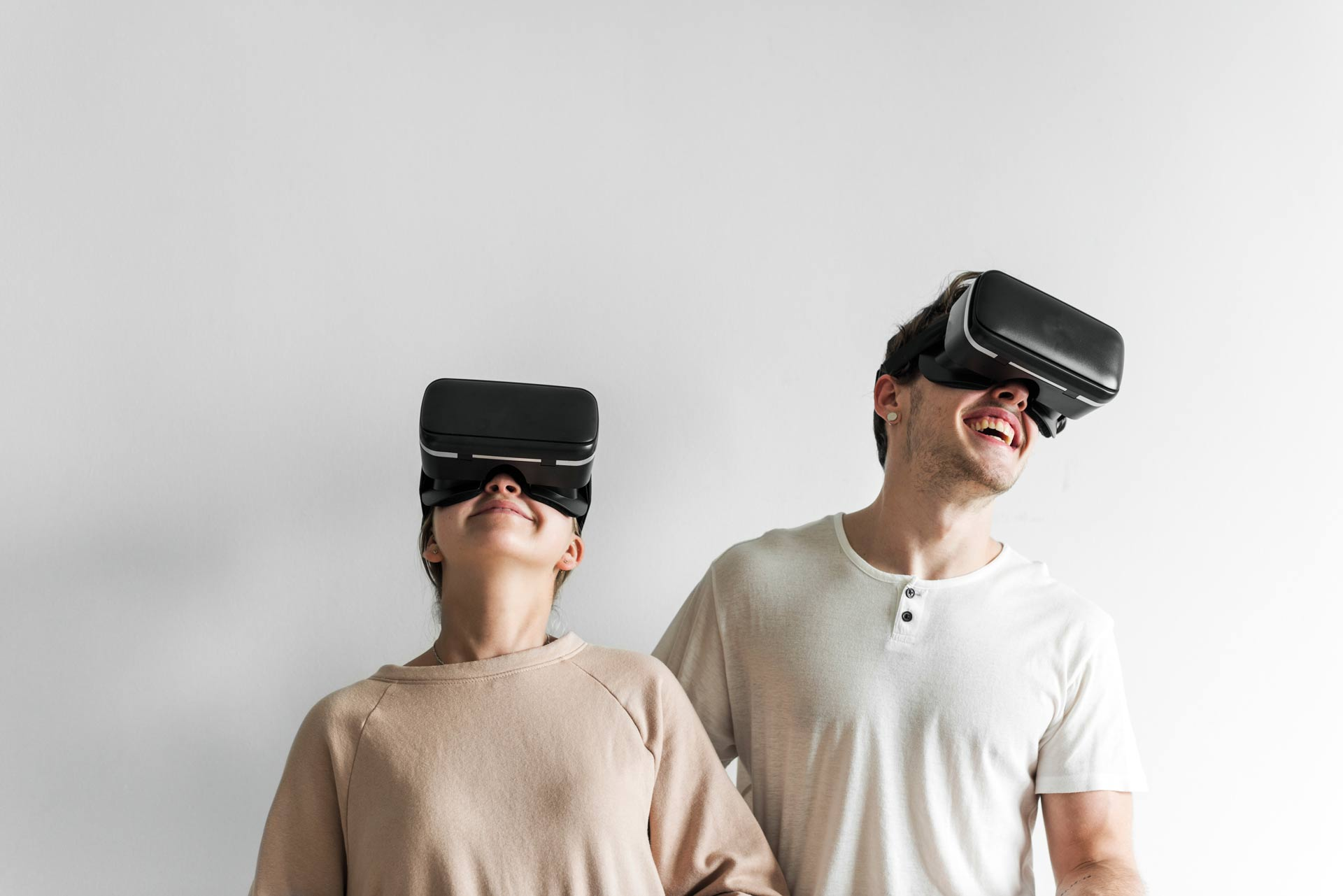 white-couple-experiencing-virtual-reality-with-vr-AJZC7DN.jpg