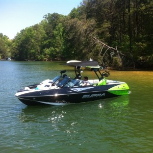 picture of wake surf boat