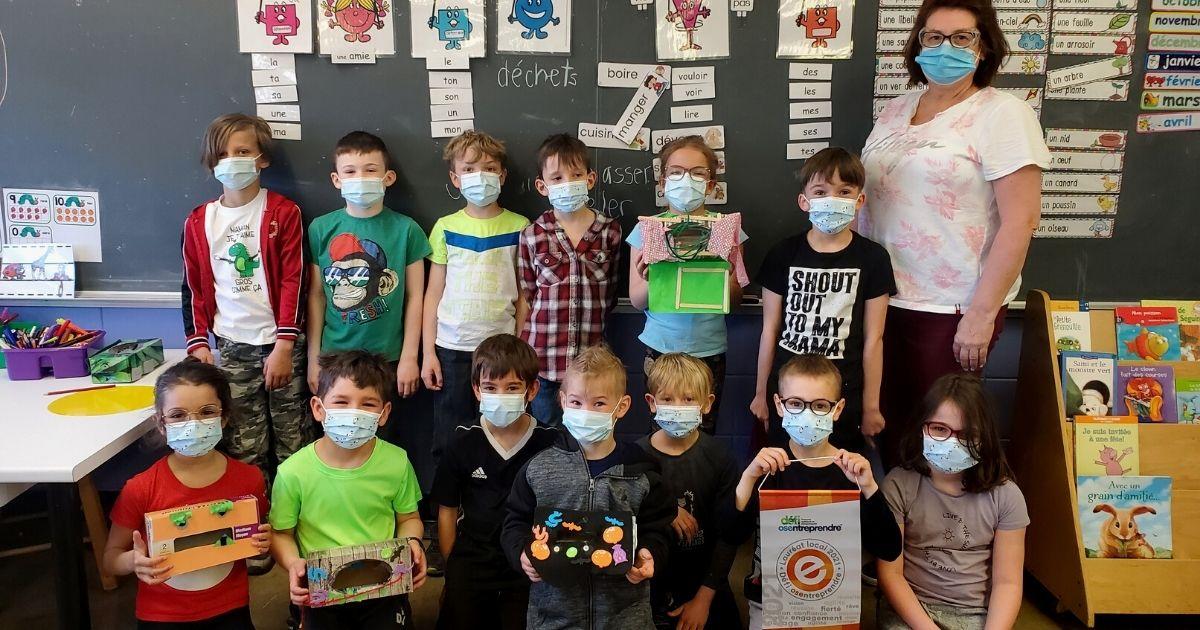 Des élèves de Girardville créent des monstres pour recycler des crayons de plastique