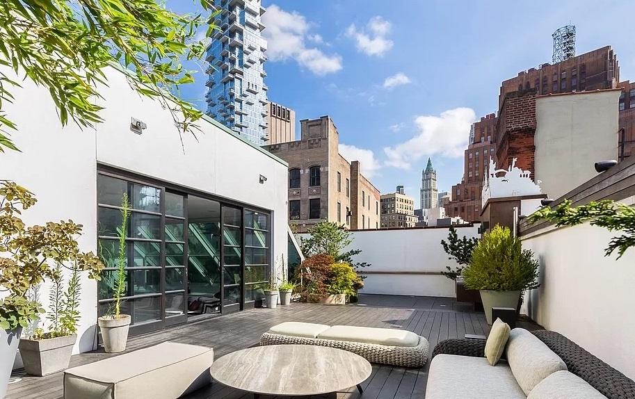 140 Franklin Street PHA, Terrace