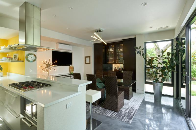 Sonoma Modern 8