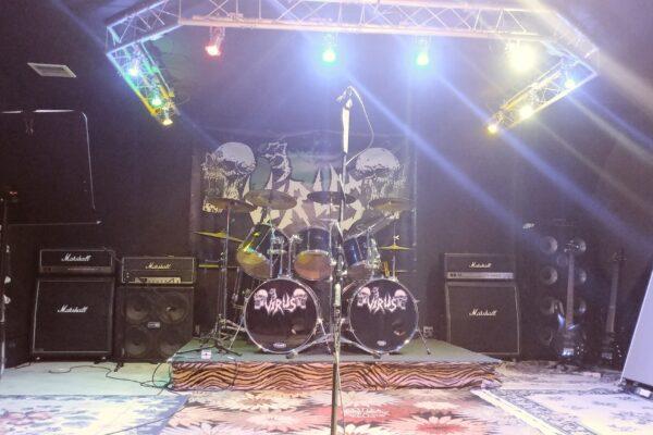 virus-band-room