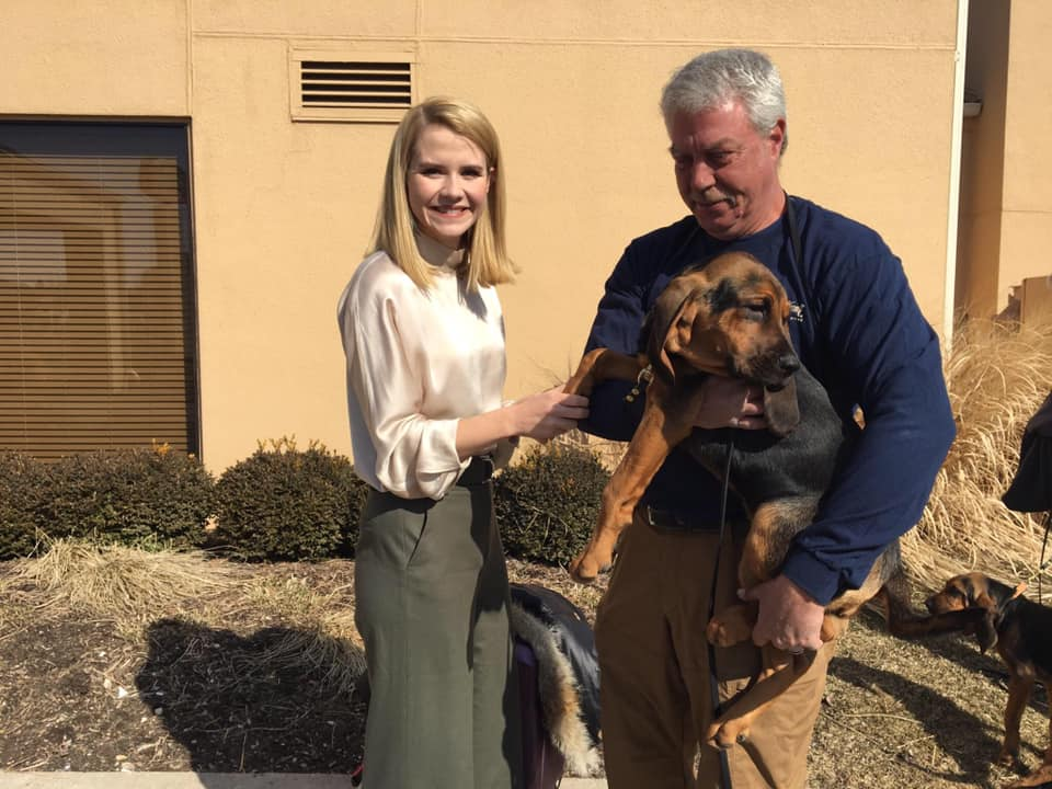 Elizabeth Smart visits Rockford IL and meets Liz the bloodhound