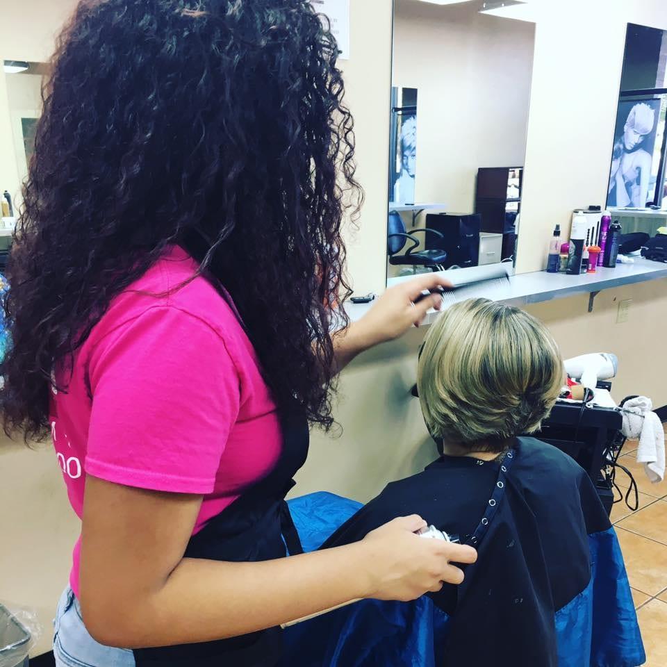 hair-dresser-in-pink