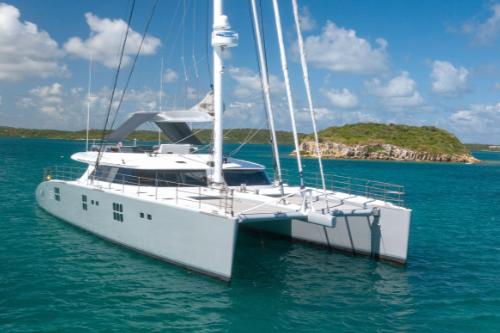 catamaran Che at anchor