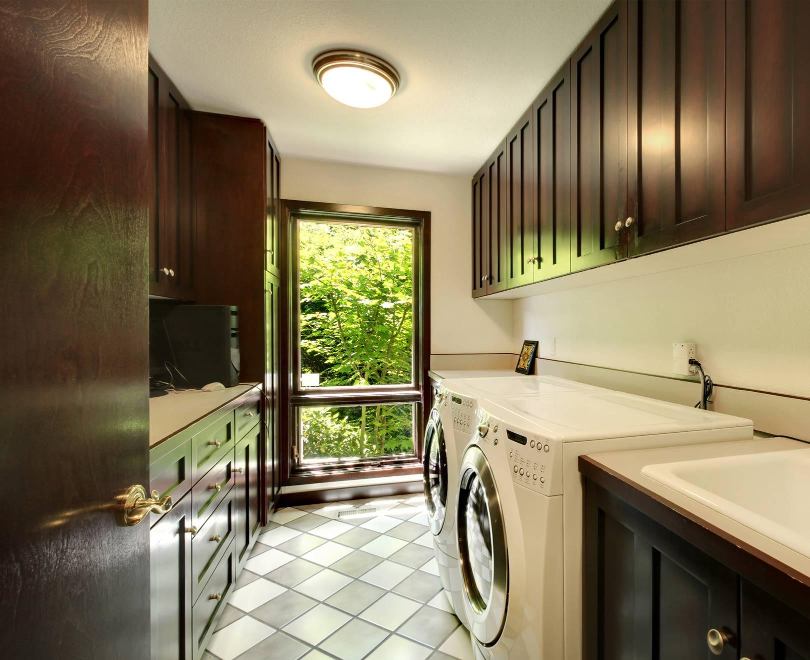 Universal Kitchen & Closets Corp