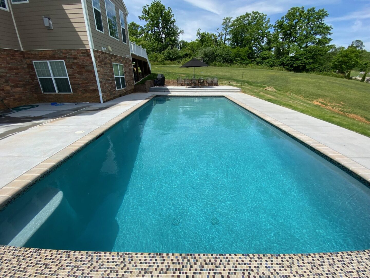 Lengthwise view of an outdoor swimming pool
