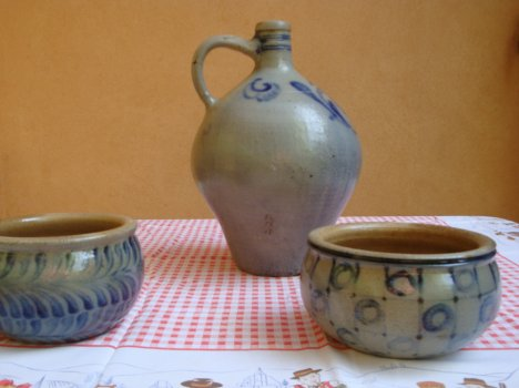 This image has an empty alt attribute; its file name is Betschdorf_pottery1.jpg
