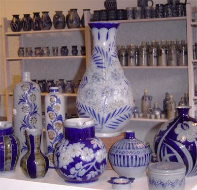 This image has an empty alt attribute; its file name is betschdorfpottery3.jpg