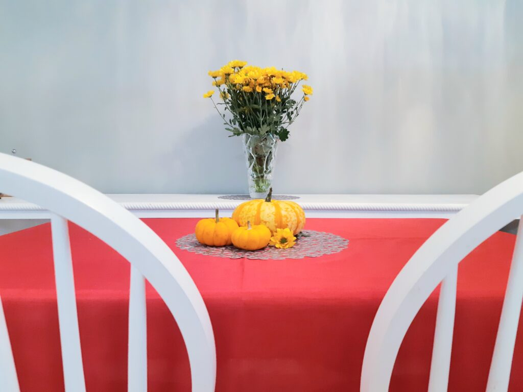 5 tips to a better thanksgiving. biodegradable centerpiece.  pumpkins.