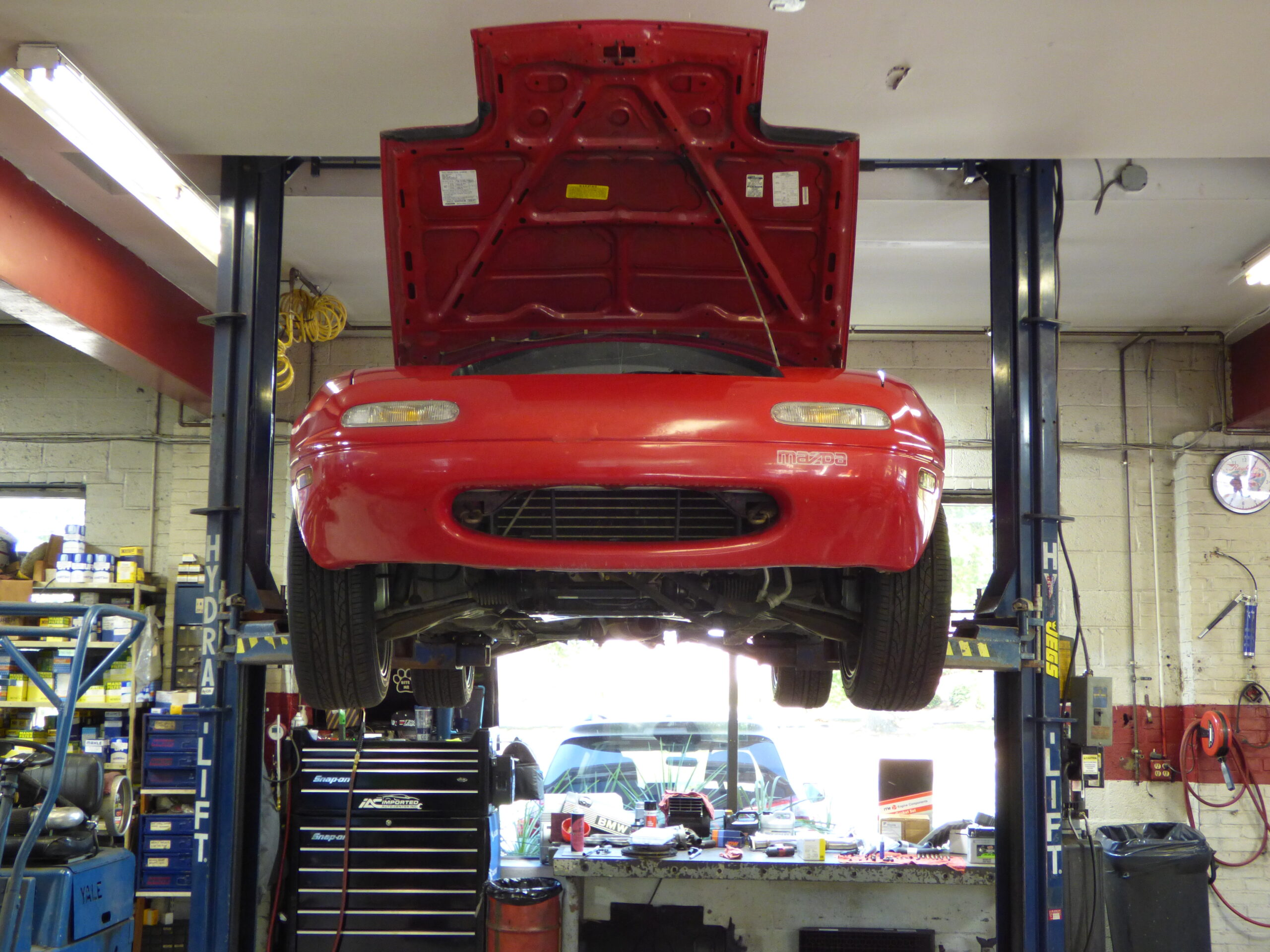 mazda miata on lift