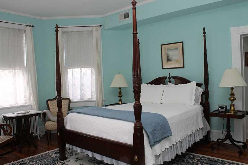 Cambridge house bay room