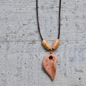 terra cotta leaf necklace oil diffuser 1