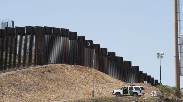 Contractors Place bids to Build Prototypes for Trump's Border Wall