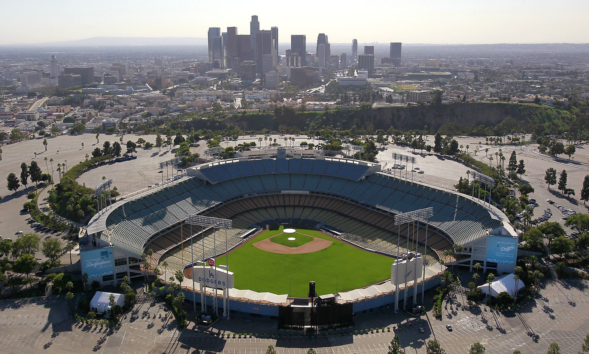 Dodgers are Looking to get Sponsorship for Naming Rights to Field at Dodgers Stadium