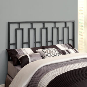 BED – QUEEN OR FULL SIZE / BLACK HEAD OR FOOTBOARD