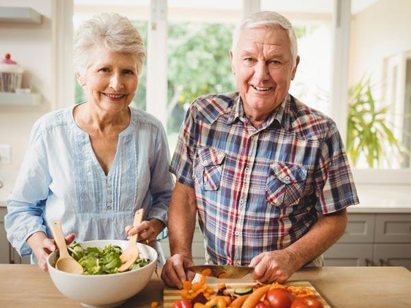 Yaşlılarda beslenme sağlıklı olmalı