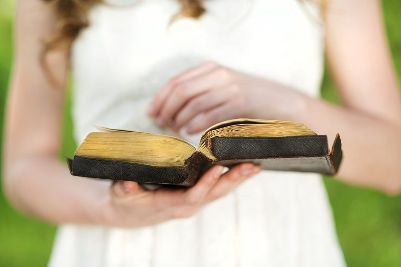 student-with-bible