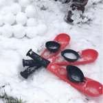 Hoopla-Toys-Snowball-Thrower in snow red