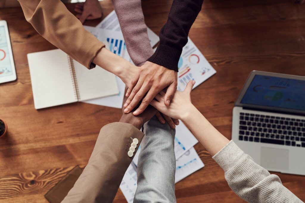 Tips to Build and Manage eCommerce Teams to Drive Success