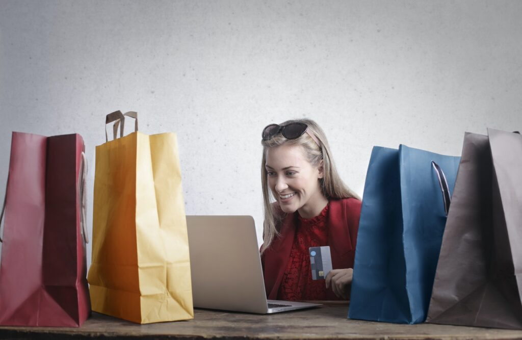 How to Deliver Premium Customer Experience For Your eCommerce Business