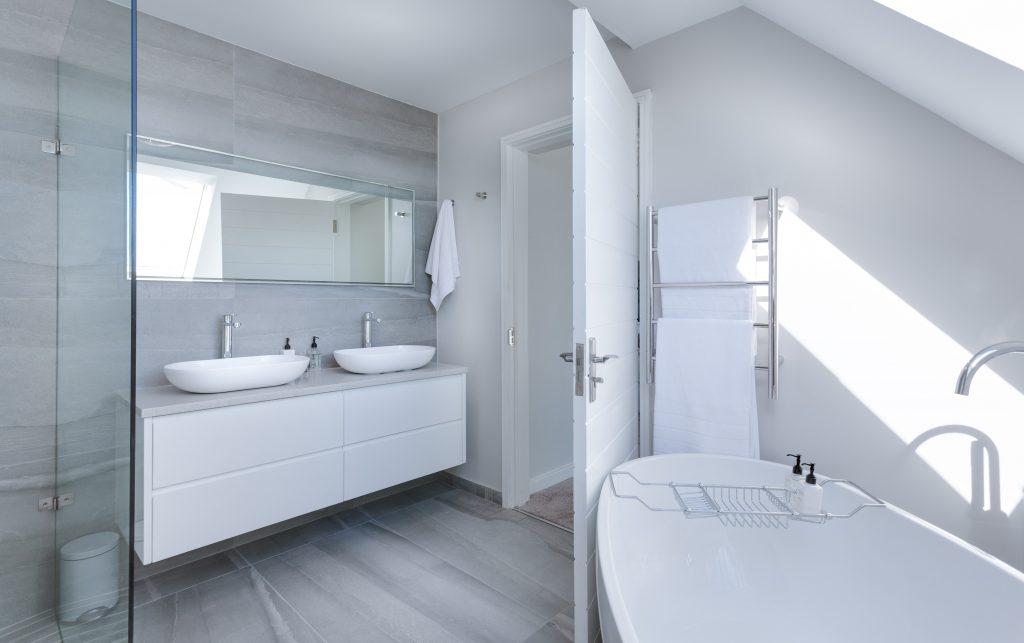 A clean, modern style bathroom