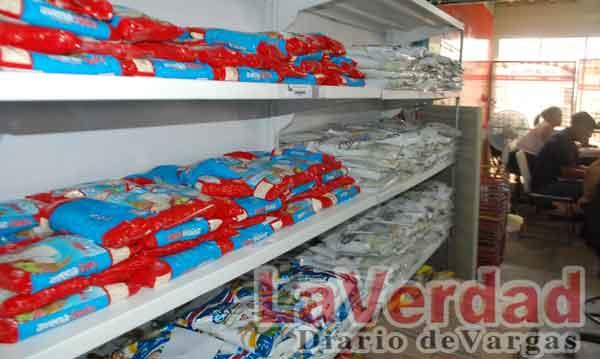 Hay productos básicos en Mercal Naiguatá