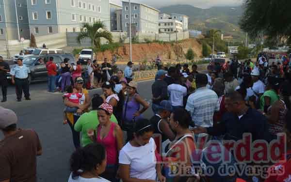 Con trancazo reclaman viviendas en Hugo Chávez Frías