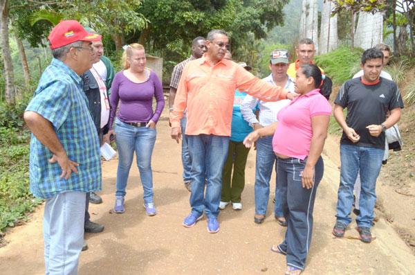 Gobernador supervisa construcción de bases de misiones en Carayaca