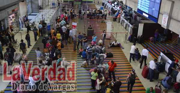 Venezolanos viajan sin dólares del Cencoex por escasez de boletos