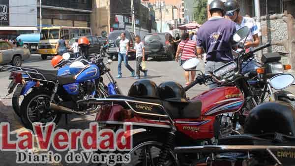 Mototaxistas víctimas de la usurpación y la matraca