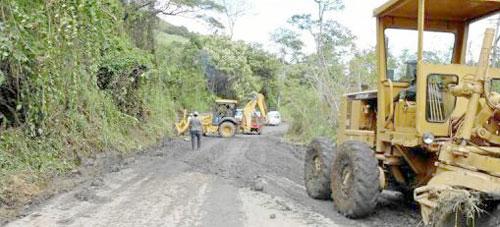 Realizan mantenimiento en vías por lluvias