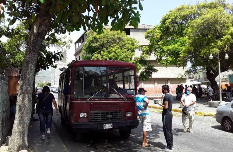 Solo quedan 6 buses de 20 en la Naiguatá-Los Caracas