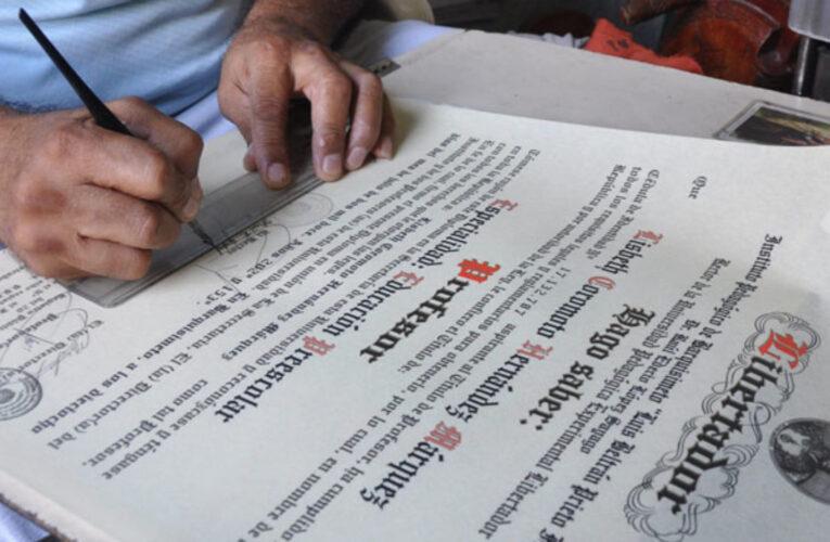 Más de 70 mil graduandos tendrán que retirar sus títulos por secretaría