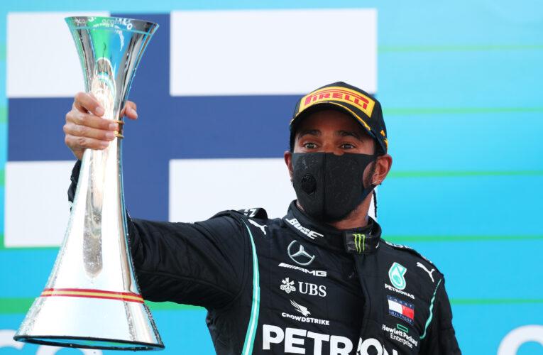 Hamilton arrasa en España