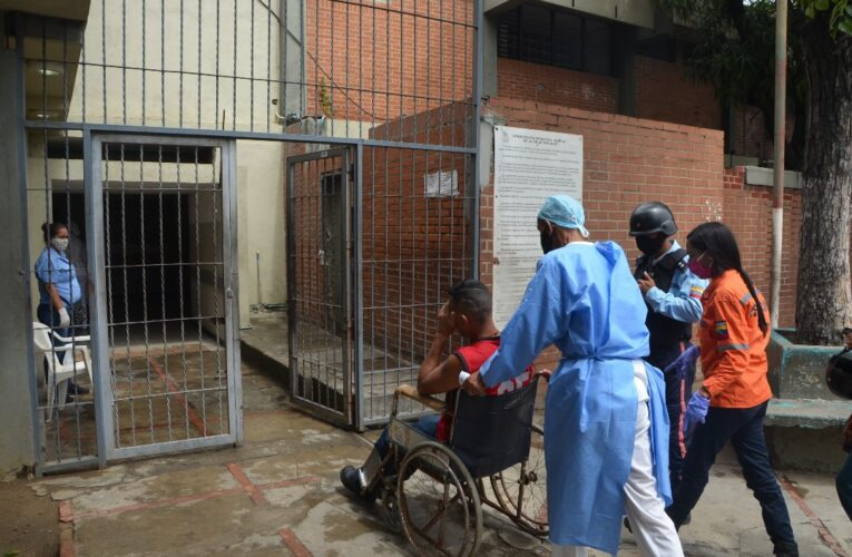Equipos para trasladar a los pacientes se los comió el salitre en el Hospitalito