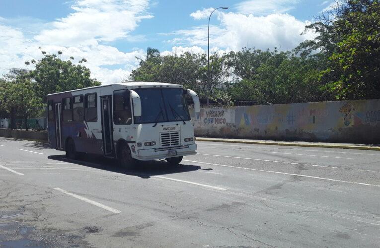 Choferes de la Caracas-La Guaira piden aumento del pasaje