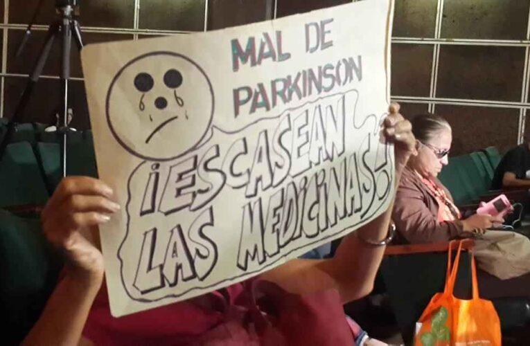 Enfermos de Parkinson viven un calvario por la falta de medicinas