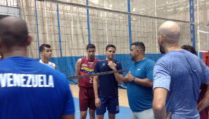 Preselección venezolana de voleibol entrena rumbo a Tokio