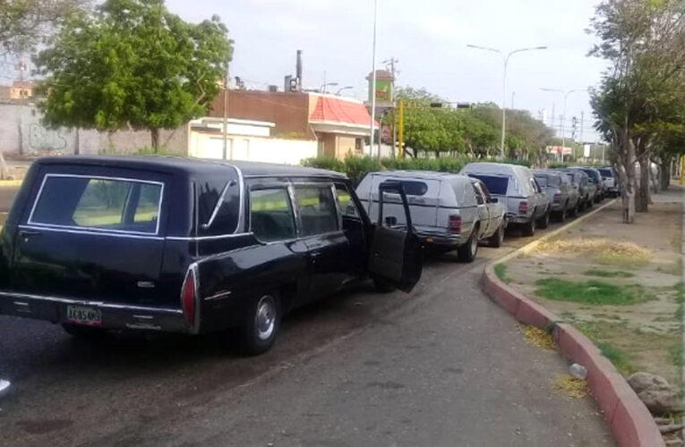Funerarias en 3 y 2 por escasez de gasolina