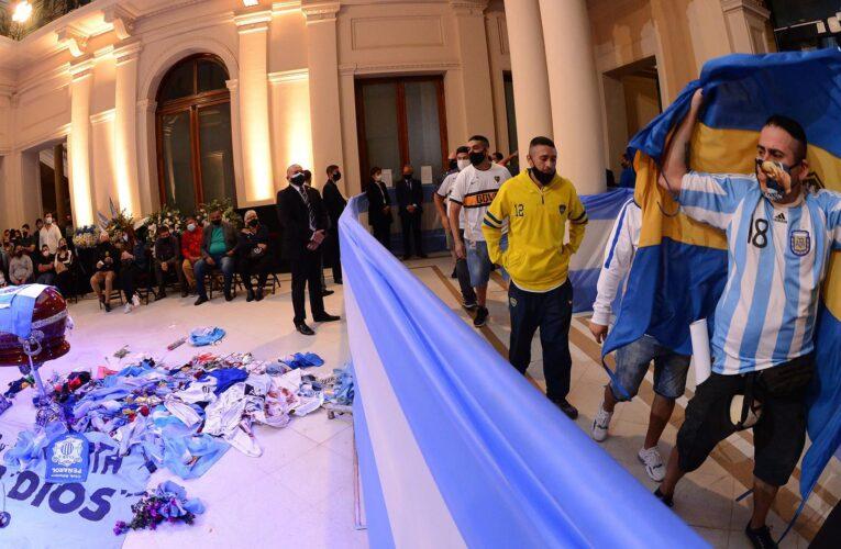 Último adiós a Maradona terminó en disturbios